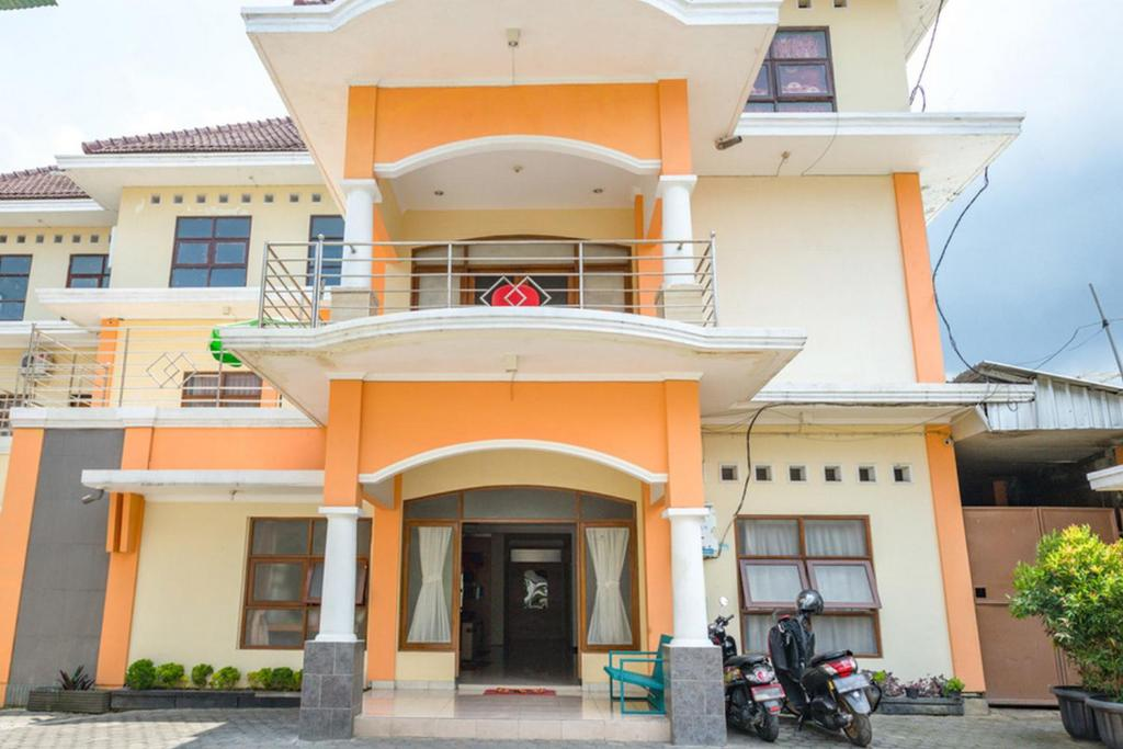 Hasanah Guest House Gajayana In Malang Indonesia 100 Reviews Price From 15 Planet Of Hotels