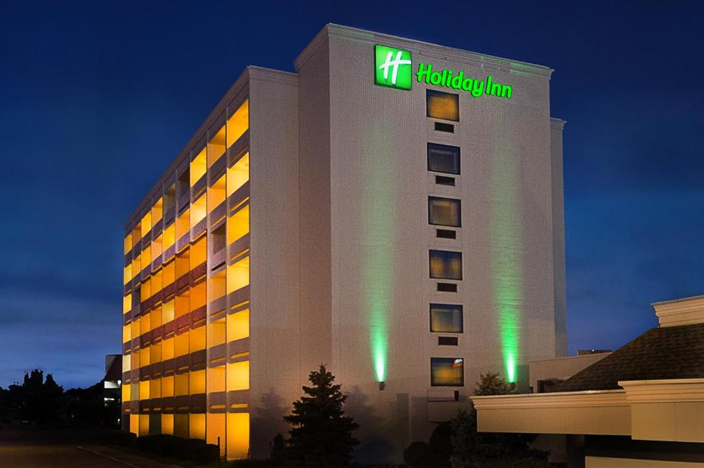 Holiday Inn St. Louis-Forest Park, an IHG Hotel