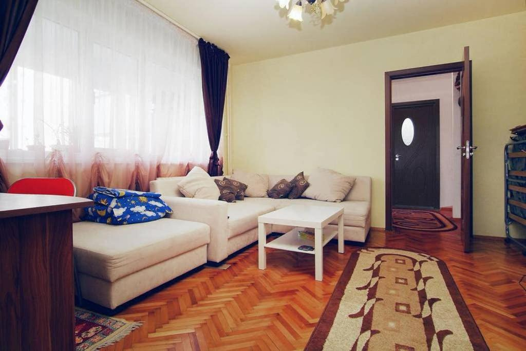 Cozy apartament, metro, mall, supermarket, close to everything you need