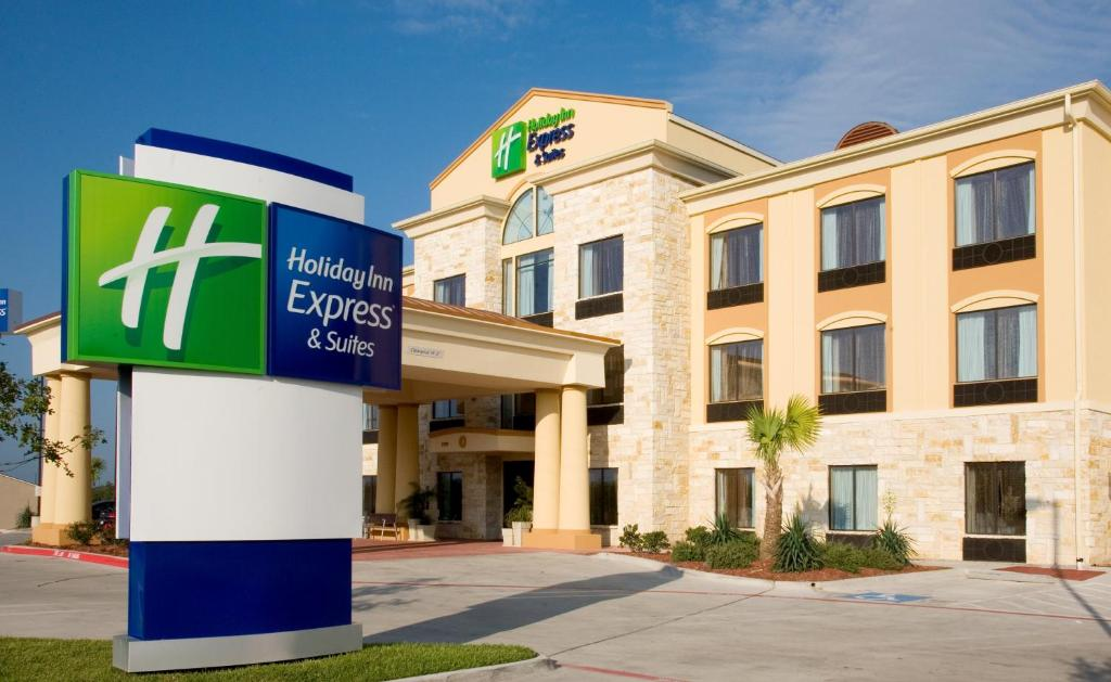 Holiday Inn Express and Suites Beeville, an IHG Hotel