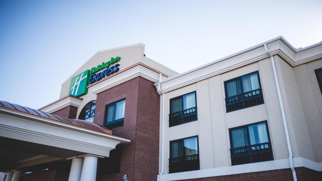 Holiday Inn Express & Suites Morton Peoria Area, an IHG Hotel