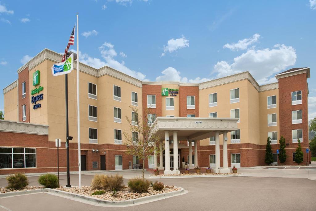Holiday Inn Express & Suites Denver North - Thornton, an IHG Hotel
