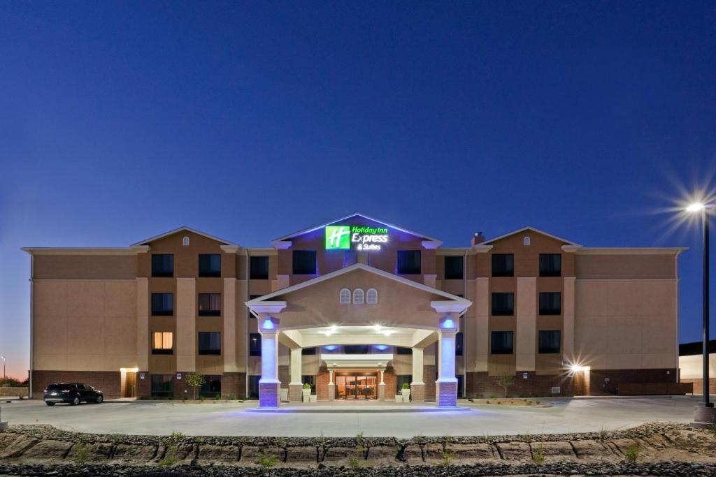 Holiday Inn Express & Suites Deming Mimbres Valley, an IHG Hotel