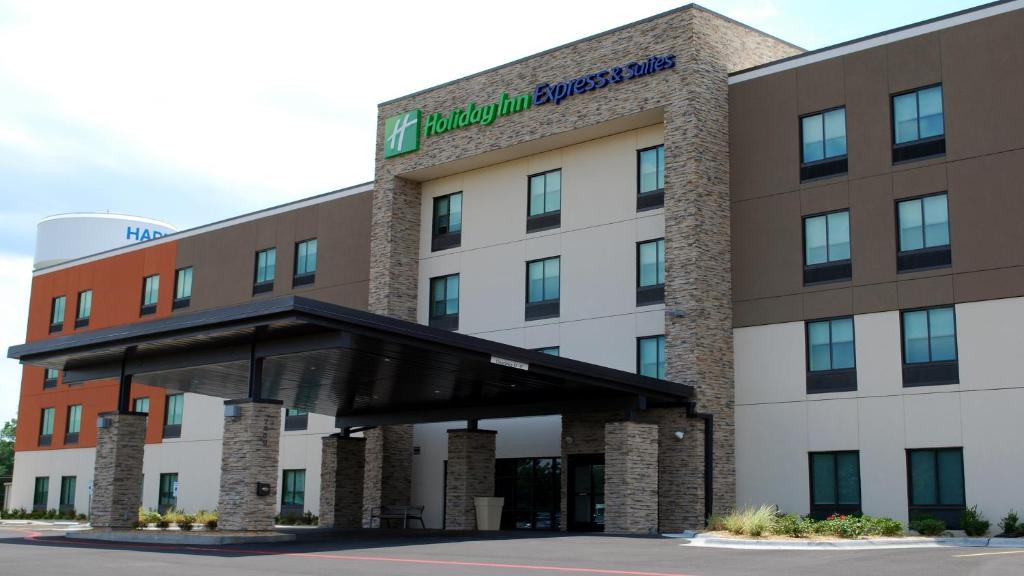 Holiday Inn Express & Suites White Hall, an IHG Hotel