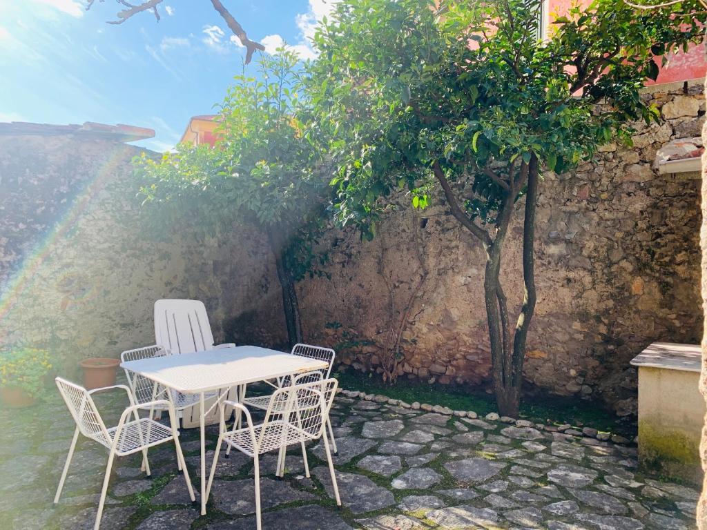 La Finestra sul Campanile, Tellaro