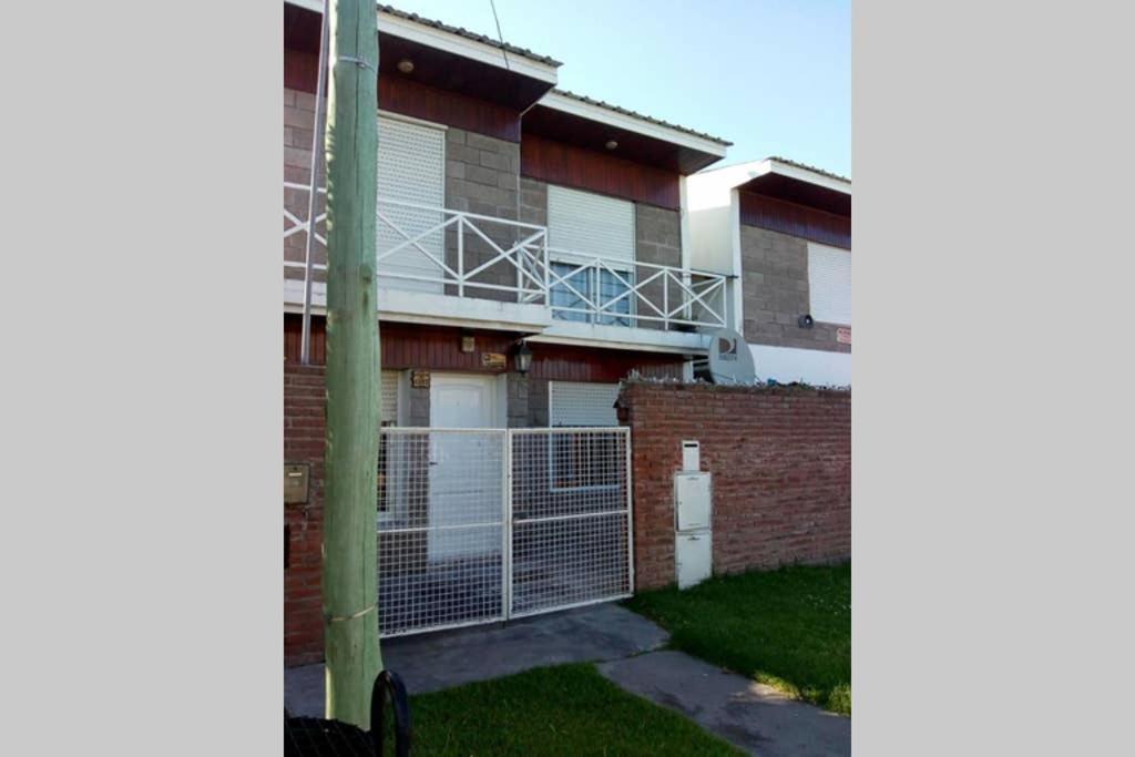 Casa completa con cochera y parrilla independiente