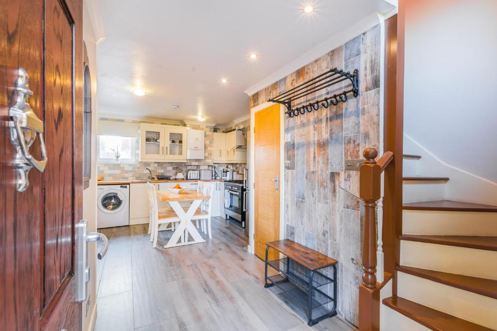 Bright, 3-Bed House in convenient London location