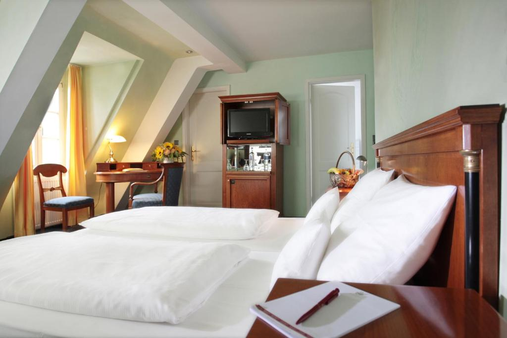 Standard Single Room Hotel Schloss Edesheim