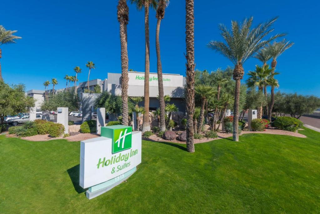 Holiday Inn and Suites Phoenix Airport North, an IHG Hotel