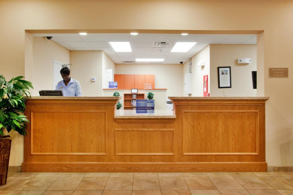 Candlewood Suites Norfolk Airport, an IHG Hotel