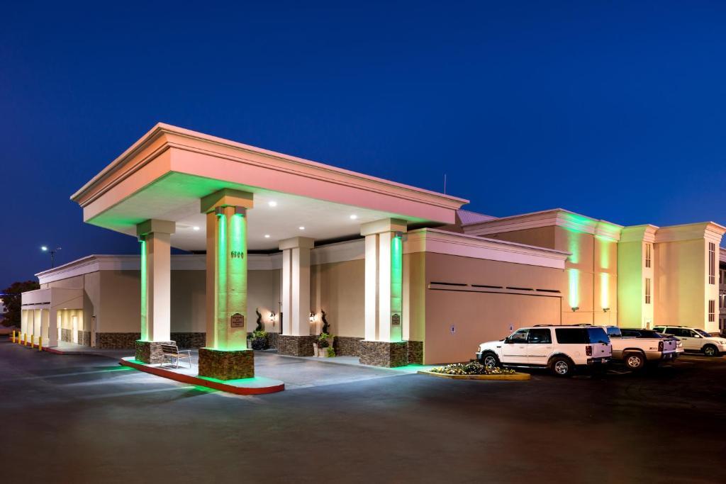 Holiday Inn Hotel & Suites Oklahoma City North, an IHG Hotel