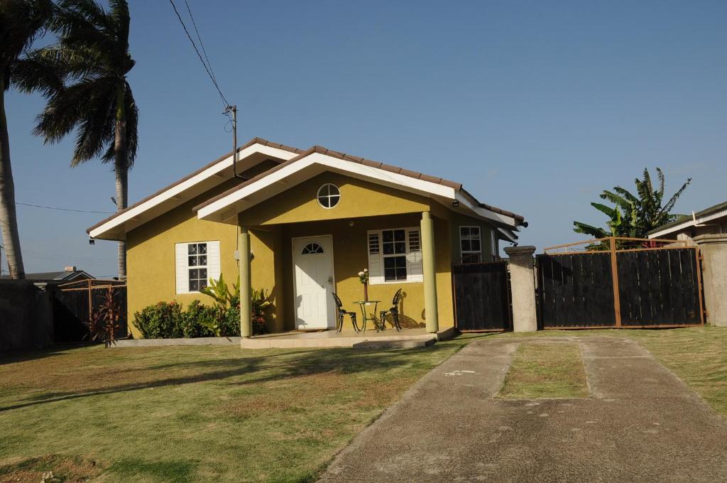2 Bedroom Villa At Drax Hall Sleeps 4 Gym Free Wi fi Air Con Swimming Pool 24 Sec