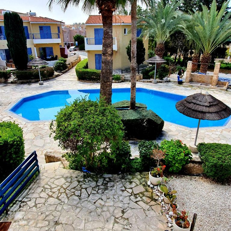 2 Bedroom Townhouse on very popular complex with pool view