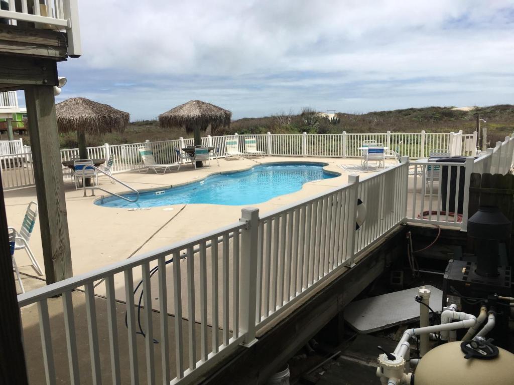 Beachgate Condo Suites and Hotel 212