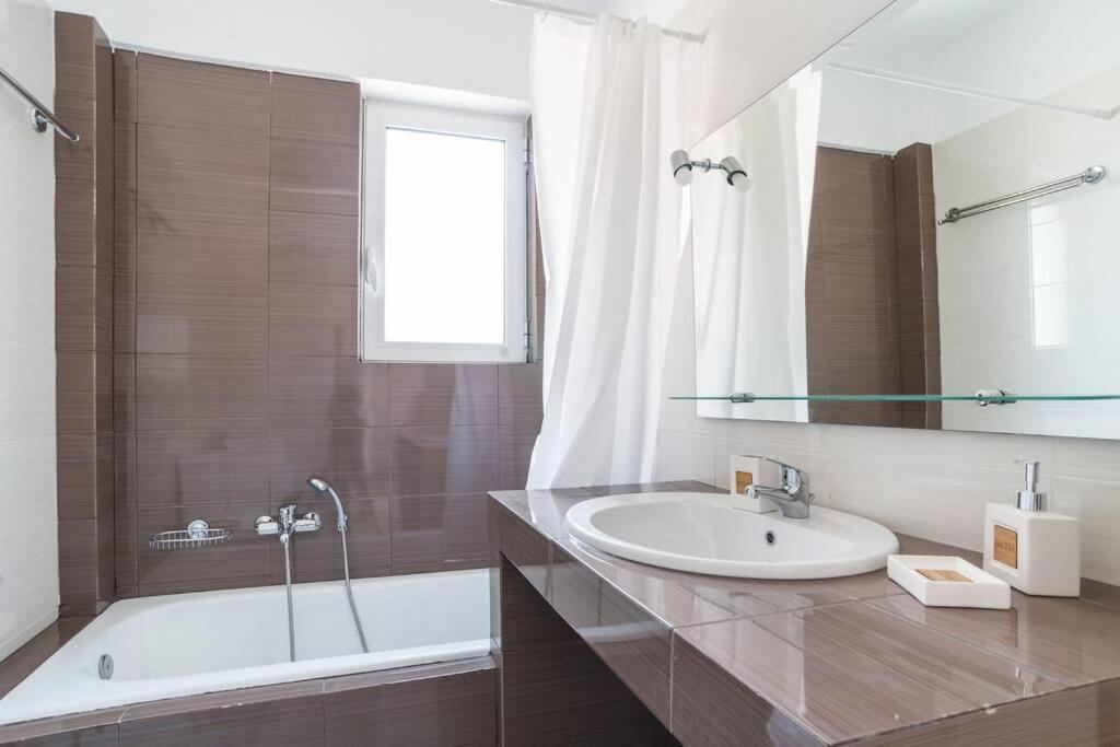 Marousi elegant apartment C1-close to mall & metro (MAR235C1)