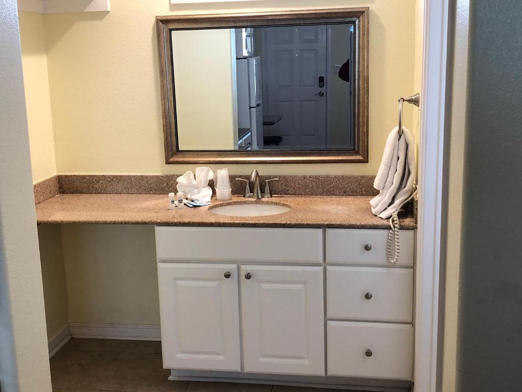 Beachgate Condo Suites and Hotel 421