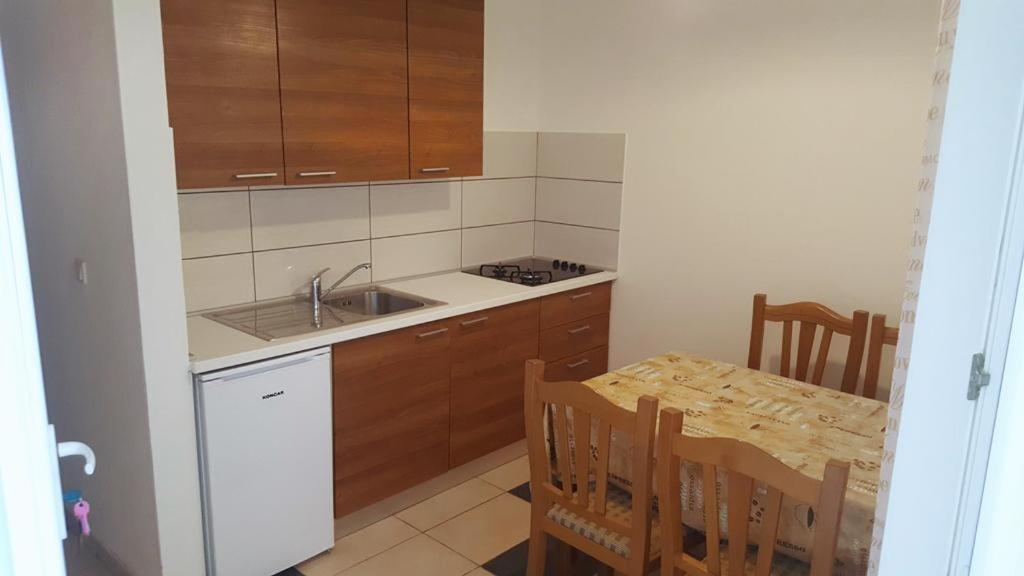 Apartments with a parking space Novi Vinodolski - 17108