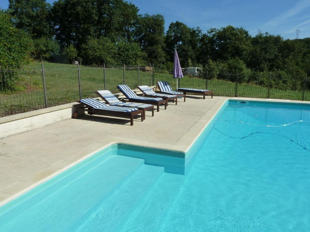 Spacious Holiday Home in Saint-Sylvestre-sur-Lot with Pool