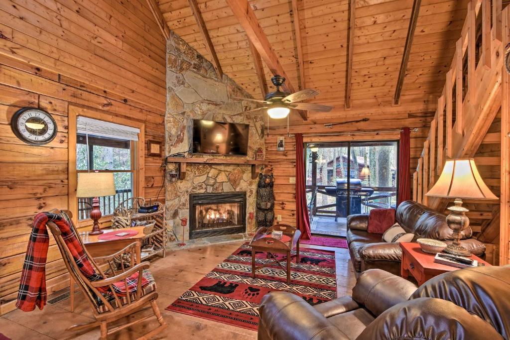 Charming Blue Ridge Cabin w/ Fire Pit & Grill