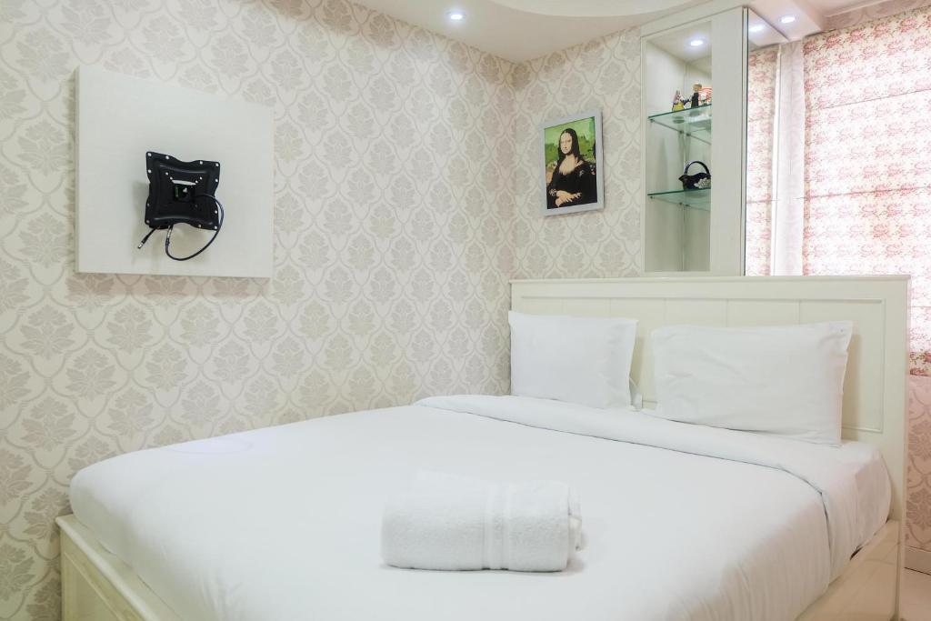 Best Contremporer Modern 3BR Bassura City Apartment By Travelio