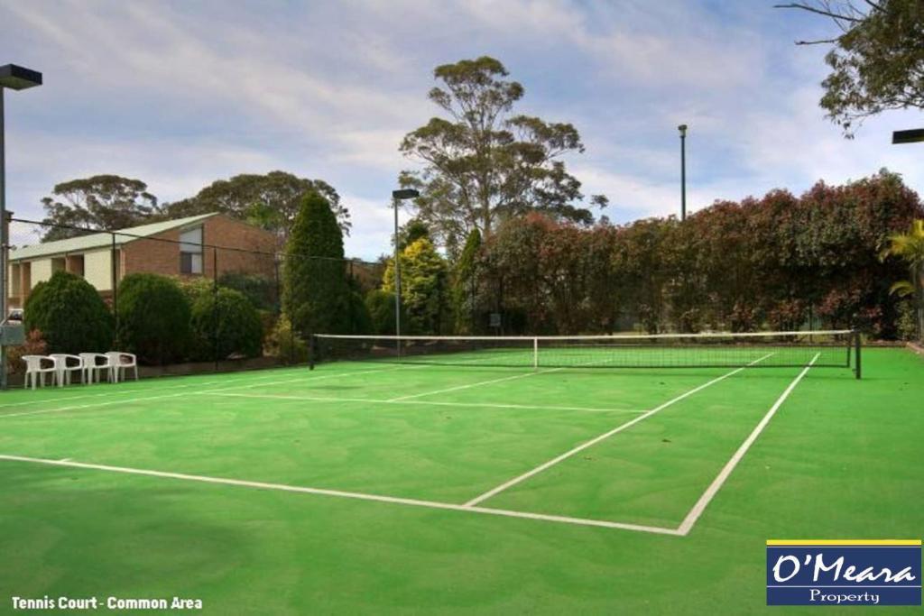 60 'Bay Parklands' 2 Gowrie Ave - ground floor unit, complex pool, tennis court & spa