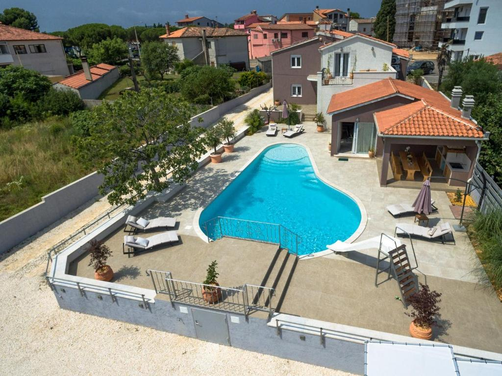 Five bedroom villa Emily with pool in Medulin