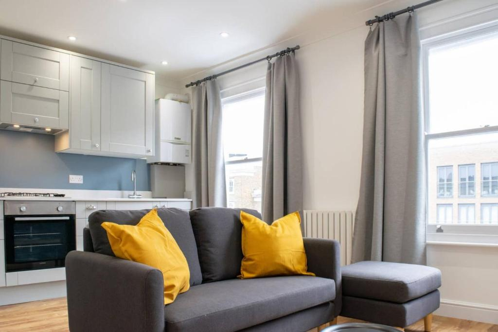 Modern 2 Bedroom Flat in West London