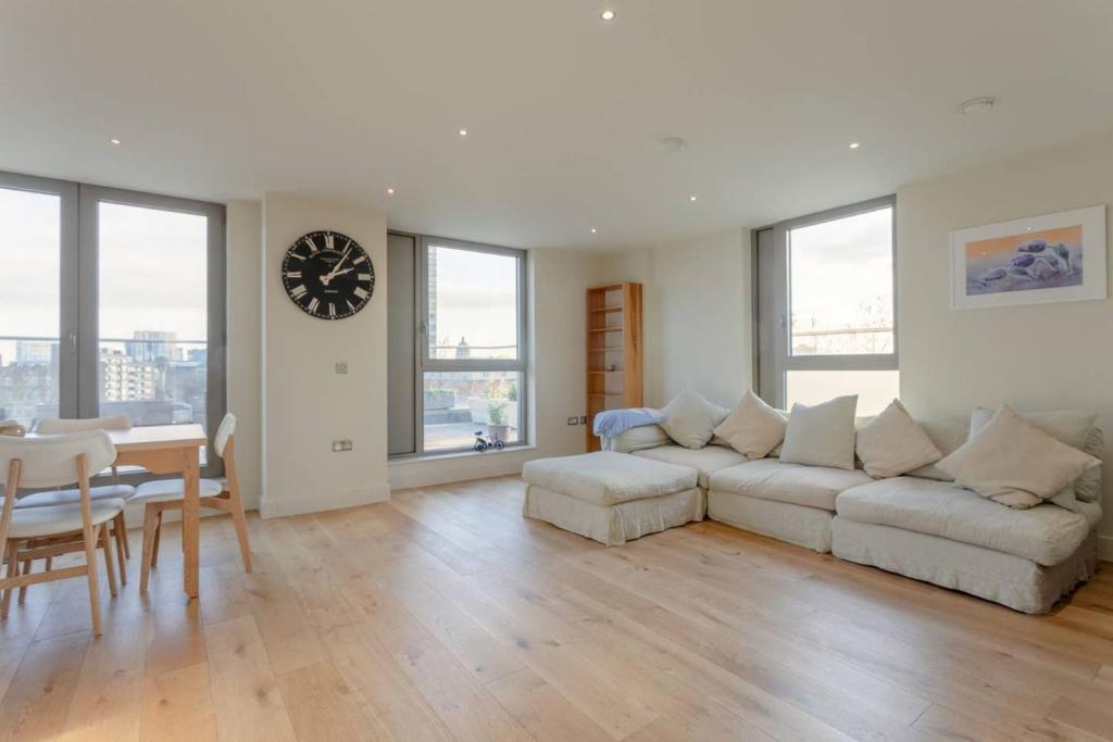 Stylishly Modern 3 Bedroom Duplex in Waterloo