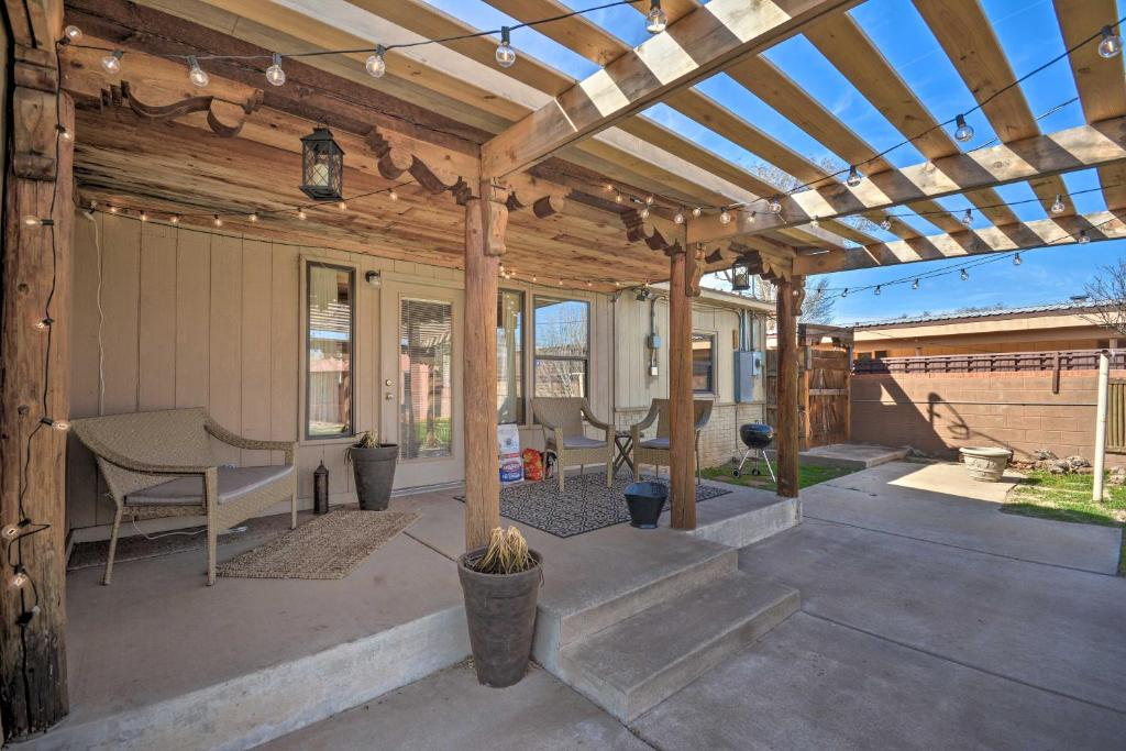 Fam-Friendly Clovis Hideaway w/Yard & Pergola