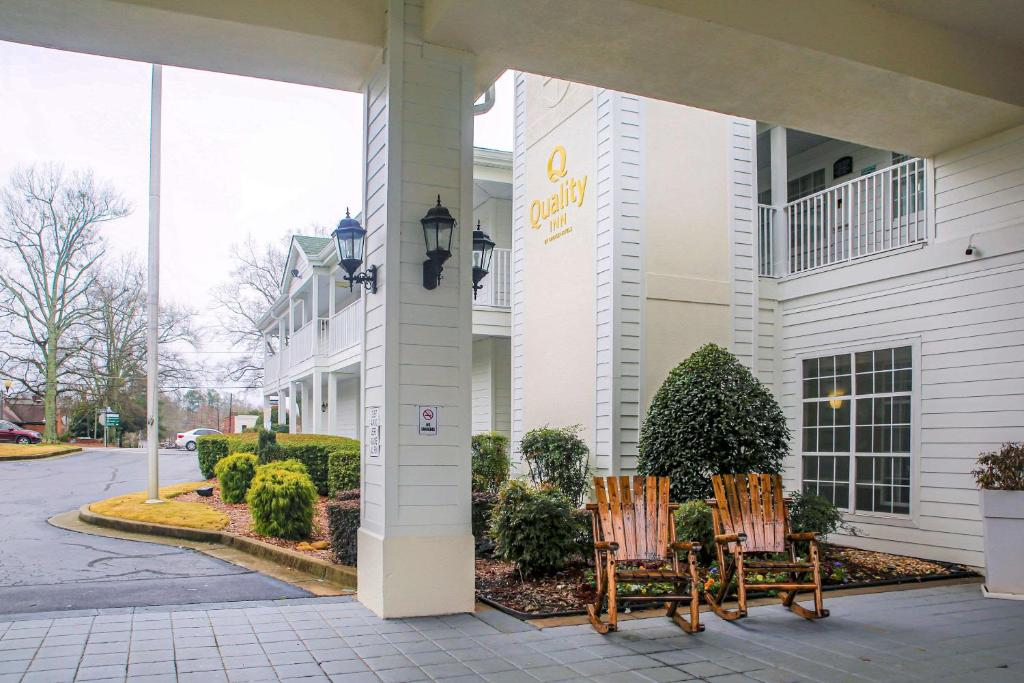 Quality Inn Fayetteville Near Historic Downtown Square