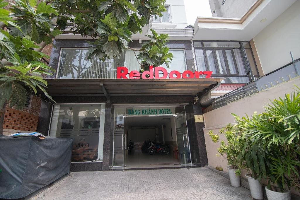 RedDoorz near Tran Nao Street 2