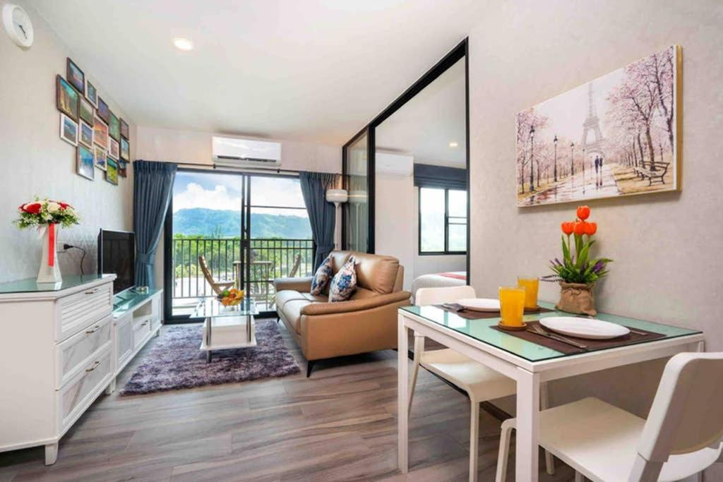 Modern Stylish Living Pool View condo near beach