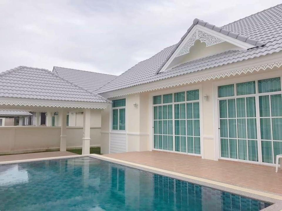 Sea Hug Pool Villa Hua Hin