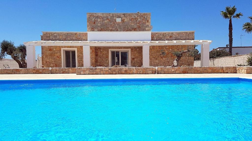 Malaspina Luxury Pool