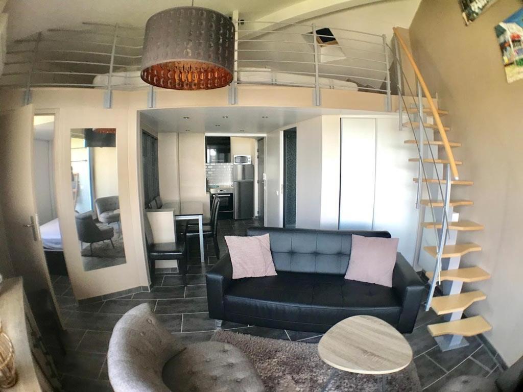AS14645 - P2 Mezzanine avec vue mer latérale, dans une résidence sur plage avec parking privé