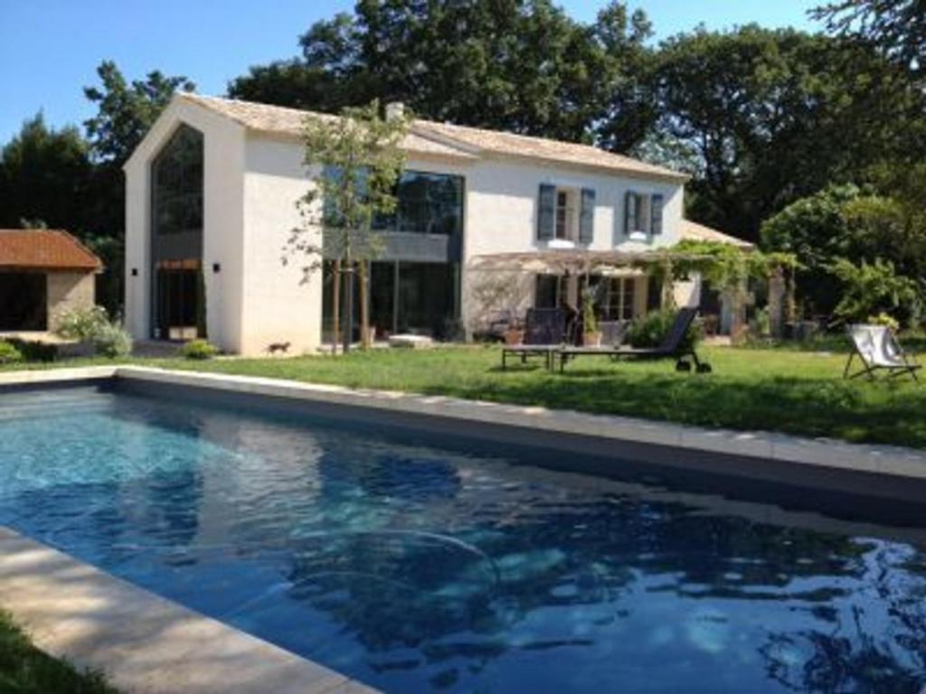 Eyragues Villa Sleeps 8 with Pool