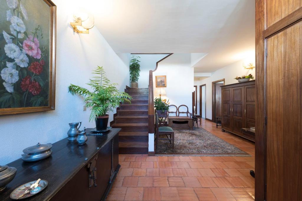 LovelyStay - Heritage Park House w/ 4BR & free parking