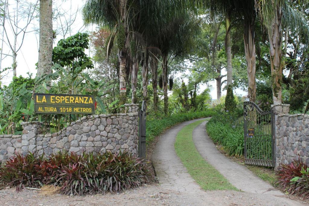 AQUIARES COFFEE FARM CASA HACIENDA LA ESPERANZA