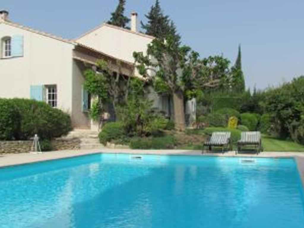 Les Baux de Provence Villa Sleeps 8 with Pool