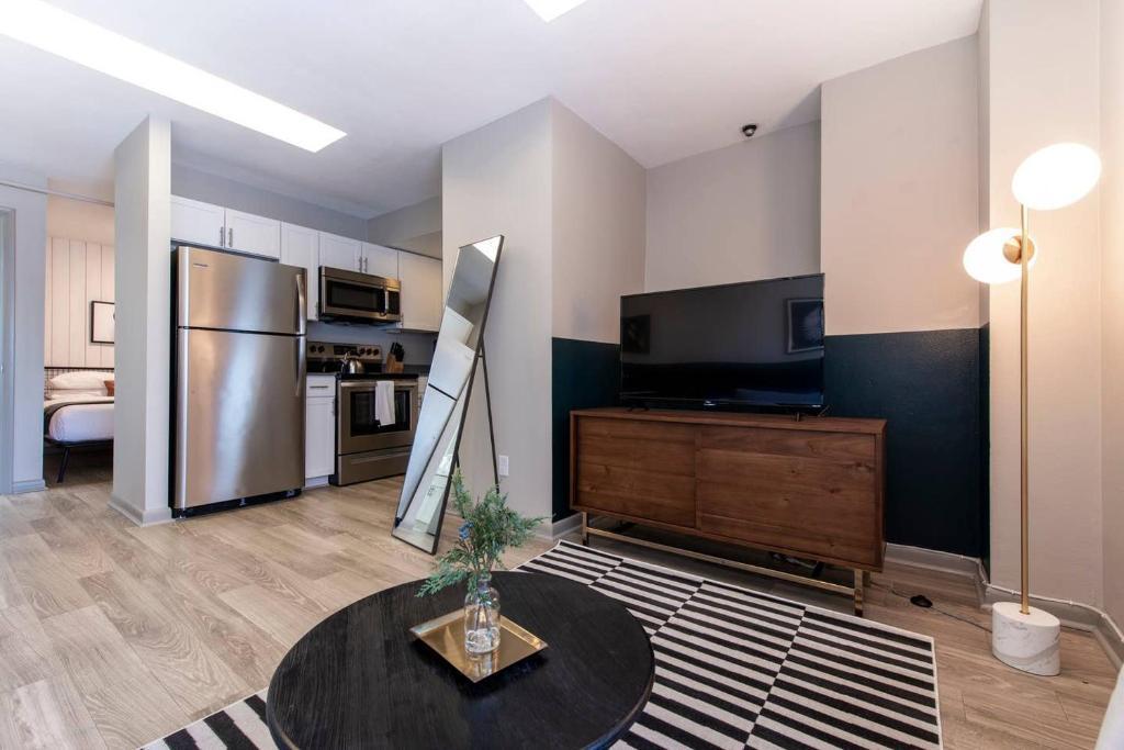 Abode Vue at 3rd 1-Bedroom Loft Style Suite (905)
