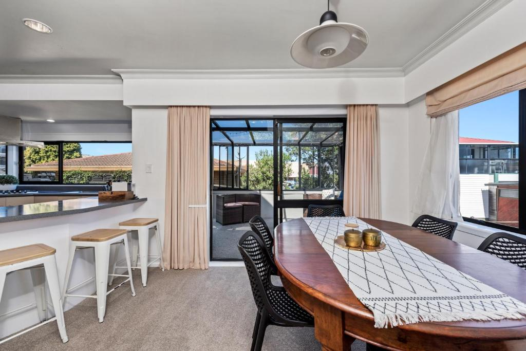 Perfect Downtown Location - Mount Maunganui Holiday Home