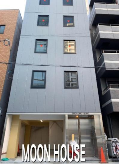 MOON HOUSE 401