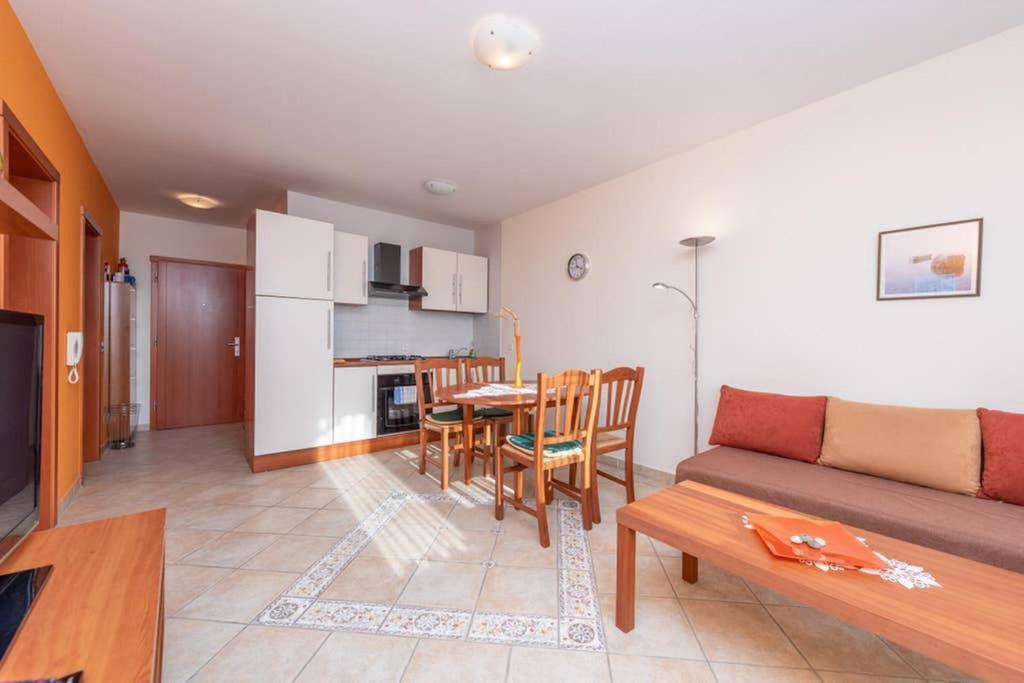 Renata 2 centrally located sea view apartment
