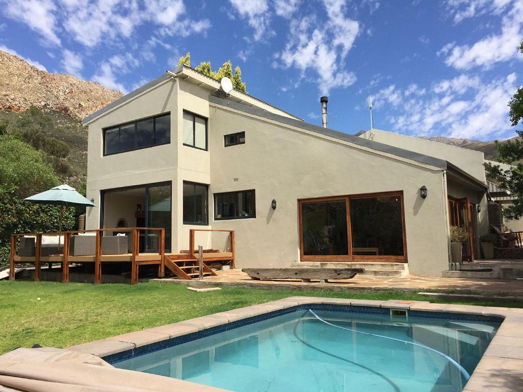 Montagu Villas: Mountain View