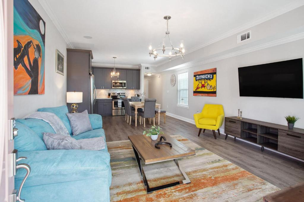 NEWLY BUILT MODERN HOME 5 Minutes From Superdome!