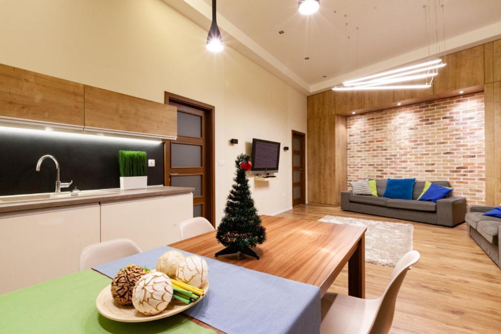 HUGE apartment, 3 seprated rooms near Buda Castle