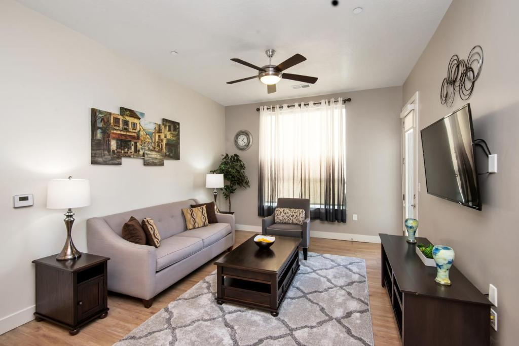 Master Suite with Ensuite Bath - Near Downtown - King Bed - 2 Bed 2 Bath