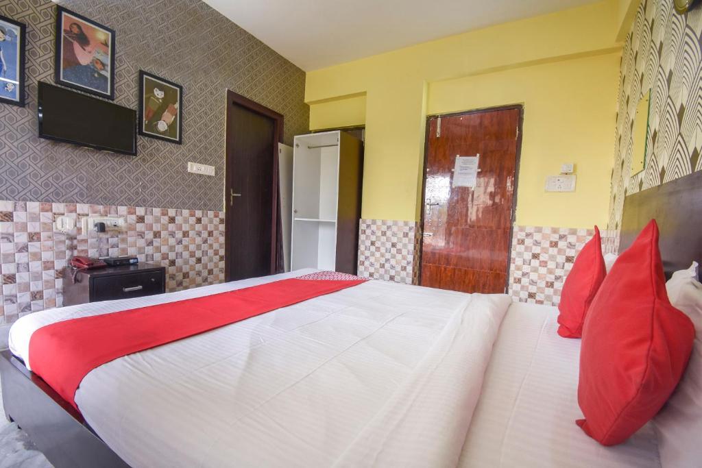 OYO 72260 Regal Inn