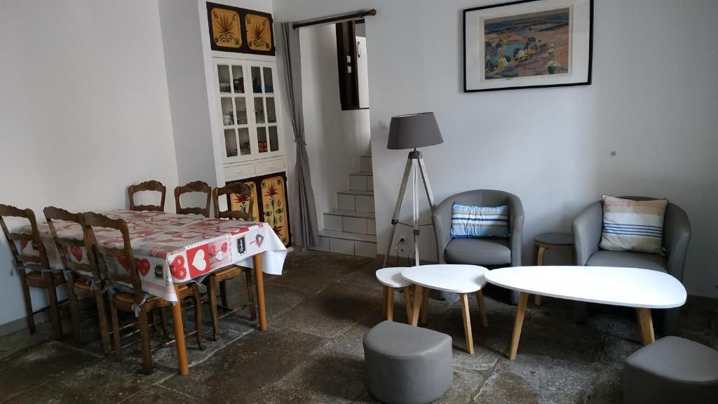 BOTOÙ KOAD, maison 2 ÉTOILES, WIFI gratuite, la MER, boulangerie, marché quotidien à 100 pas
