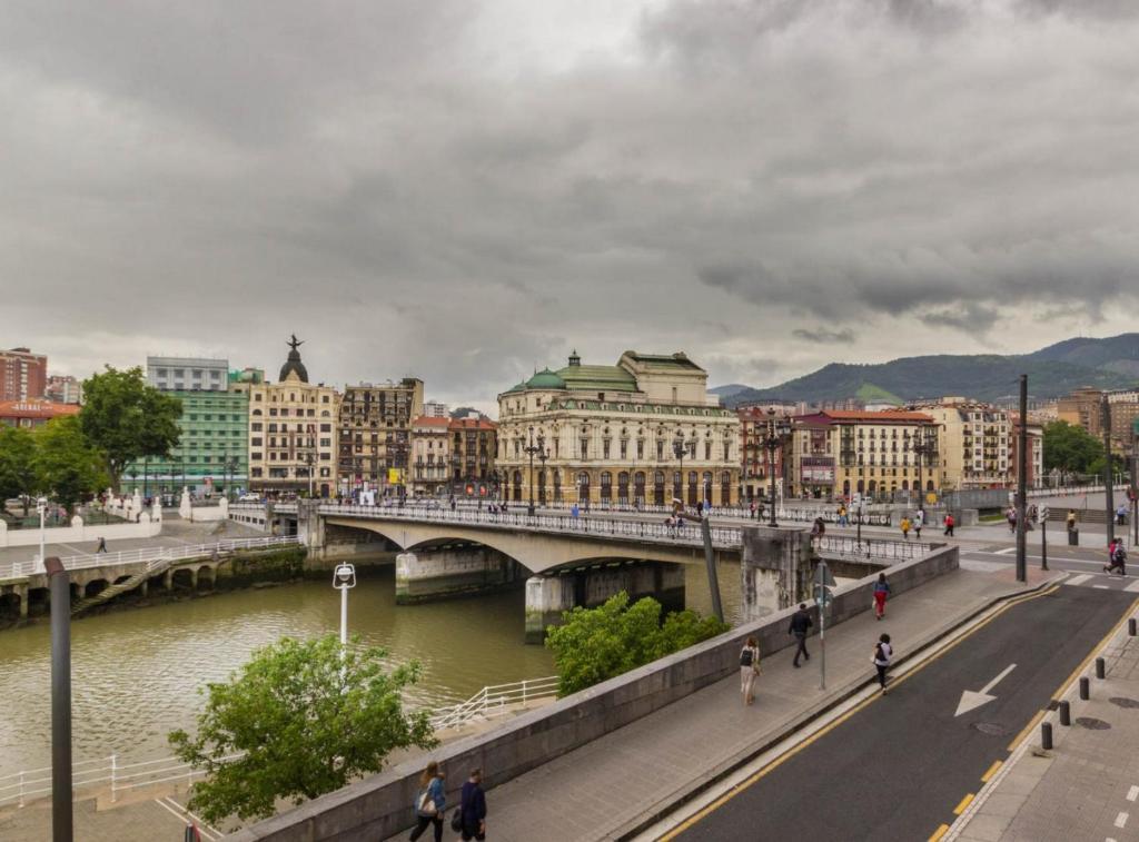 Piso Señorial con vistas a la ria by Urban Hosts